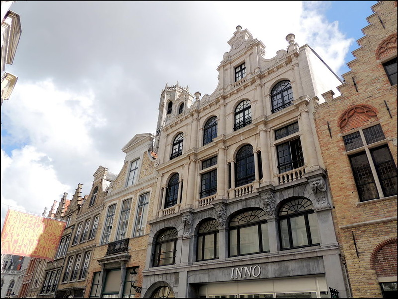 "The Inno gallery is located in the Steenstraat, between the Market Square and the 't Zand. This street is one of the oldest roads in Bruges and its surroundings. It is part of what historians name the ""Zandstraat"", a connection between Oudenburg and Aardenburg, situated on a raised sand ridge. This is still clearly visible at the Saint-Salvator's Cathedral. Shopping in Bruges, is shopping in history! 'Shopping with friends' package available at B&B Emma."